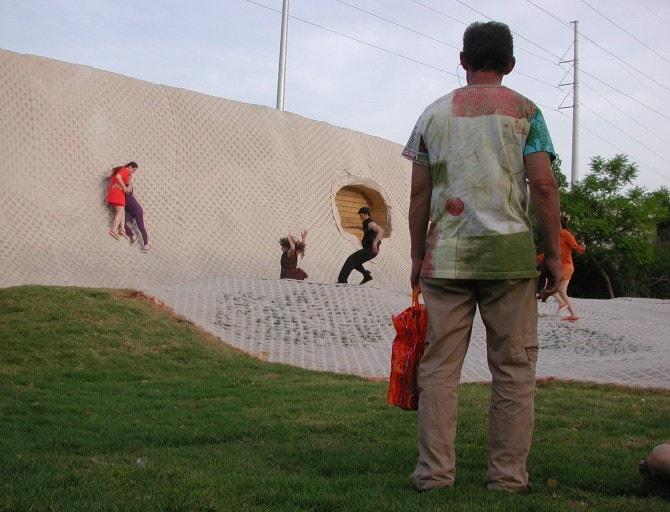 מתוך הביאלנה 2008 בבת-ים מופע של בני נוער מקומיים